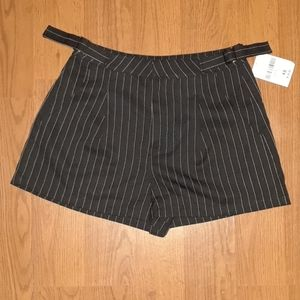 💚 FOREVER21 Woven Shorts Striped XSmall